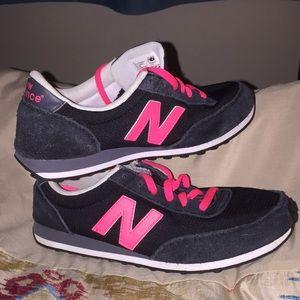2/$7🌴Black & Neon Pink New Balance 410